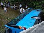 上海旅游大巴在江西发生车祸16人入院