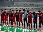 东亚队赢球爬上看台献花告慰被杀女球迷