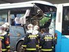 上海光新路中山北路六车相撞公交车受损严重