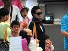 小S带三女儿现身机场独缺老公许雅钧