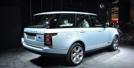 路虎揽胜混合动力版曾在今年的北京车展亮相,该车外形设计方面与