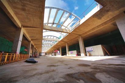 为浅埋式地下二层,14米宽双岛式站台车站