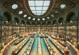 电影场景般的图书馆