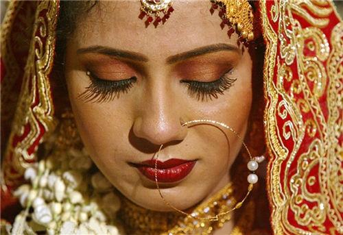 母亲嫁给儿子盘点全球崩坏三观的女性习俗