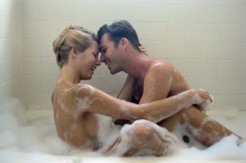 浴室性爱注意三个细节:用对的润滑剂