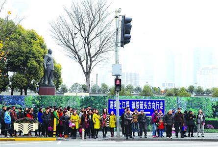 外滩拥挤踩踏事件已有45人出院 绿化维护工程将延续至春节后