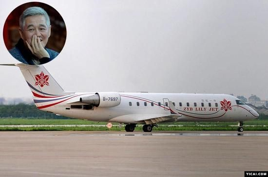 何为湾流G550   湾流飞机公司生产的湾流G550是一款国际顶级远程喷气式公务机,如果拥有了一架湾流G550,则意味着拥有者是全球最富有的人群之一。该款飞机是湾流公司所有机型中航程最长、客舱最大的机型,同时有保留了湾流噪音低、起降距离短等优势,还拥有湾流系列巨大玻璃窗和100%新鲜空气的特点,可谓奢华至极。   2014年,阿里上市前的招股书显示,阿里巴巴[微博]给马云配备了一架价值5000万美元的私人飞机,从4月15日胡润公开的数据来看,这架私人飞机即是湾流G550。   美国湾流亚太区销售代表