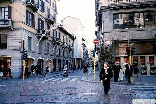 欧洲男生黑白街道头像
