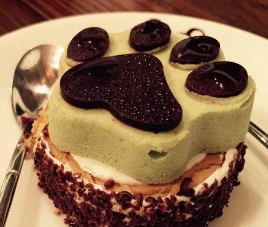 菜品创意无限,熊掌蛋糕,小熊卡布奇诺,都闪烁着泰迪熊的可爱身影.