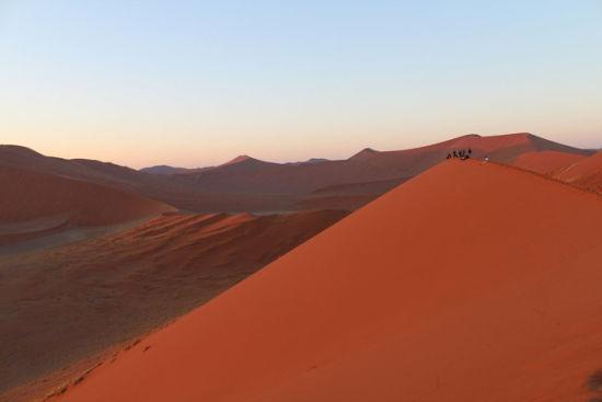 纳米比亚的风景名胜:苏丝斯黎沙漠等