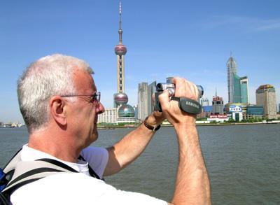 在上海的外国人为打工加入中国国籍