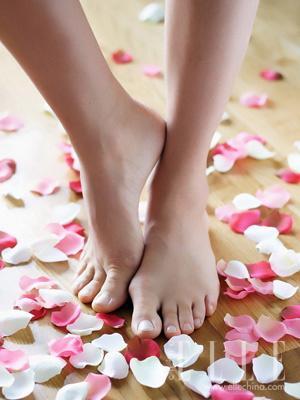 打造诱惑美足第一步:泡脚