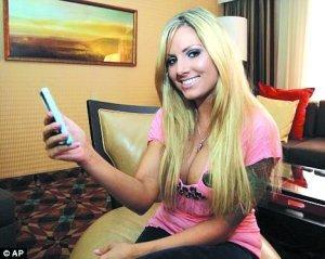 美国成人女星在使用iphone4