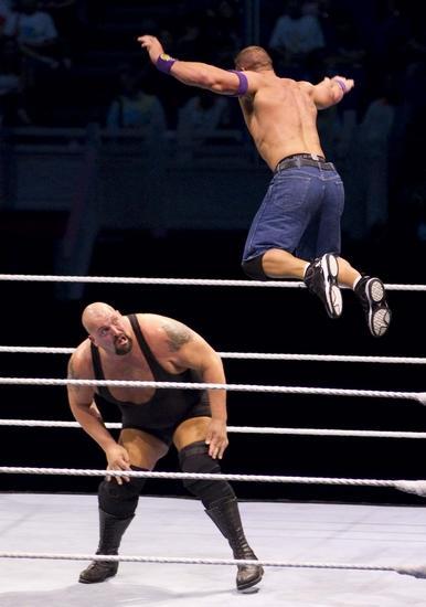 世博文化中心举行的美国wwe摔跤大赛.高清图片