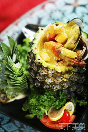 咖喱海鲜菠萝船