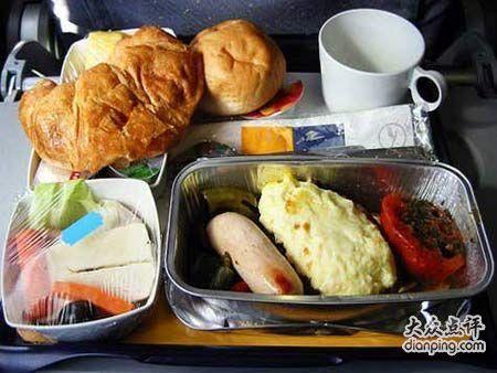 一起来围观下各国各航空公司的飞机餐,看看都有哪些菜呢?