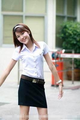 实拍泰国大学女生的性感校服