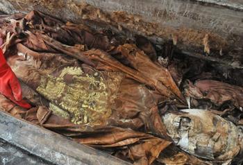 二号棺木墓主犹如木乃伊