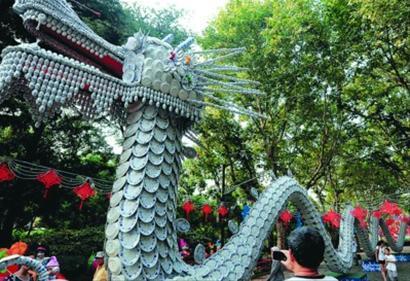将在灯会上展出的巨型瓷器龙灯 邵剑平 现场图片