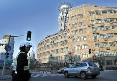 四川大楼坍塌事故现场今天一早恢复交通 晚报记者 任国强 现场图片