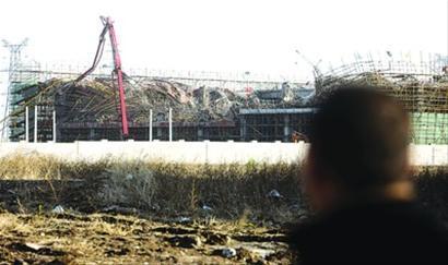 2012年12月31日晚上,地铁十二号线在建工地脚手架发生坍塌,共造成五人死亡。 晨报记者 吴磊 现场图片