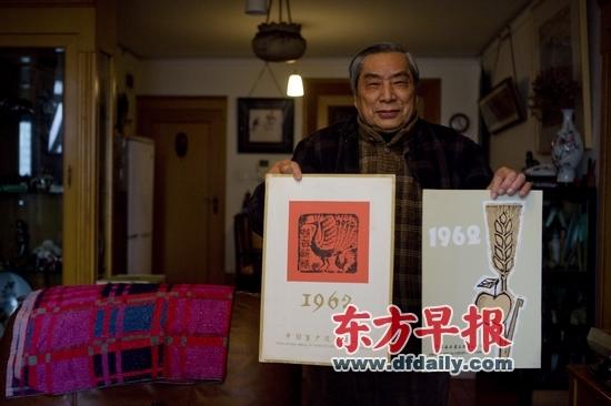 上海市场上蛇年挂历出现滞销