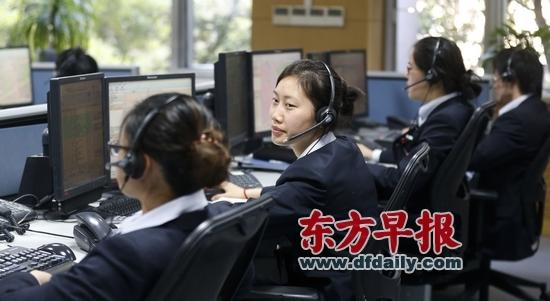 110接警员与市民面对面每天接听约450个电话