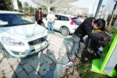 充电后试驾体验新能源车 晨报记者 杨眉 现场图片
