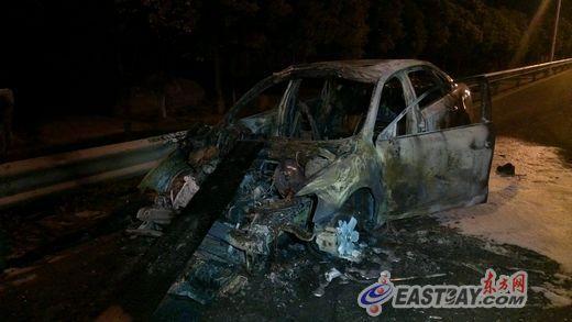 追撞之后轿车严重损毁