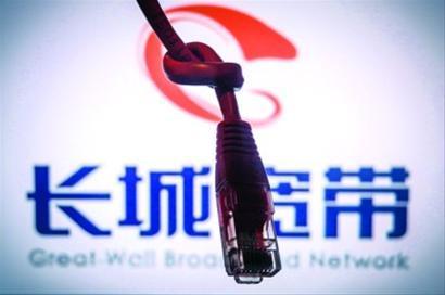 """""""叠翠江南""""小区的长城宽带用户暂时恢复了网络,但宽带的长期稳定,仍需要各方协商解决。/肖允"""