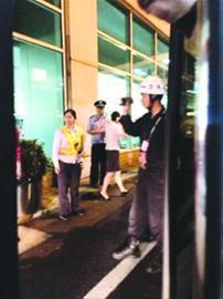 警察来到福州机场调查取证