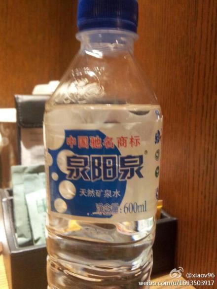 喝矿泉水后中毒(图)