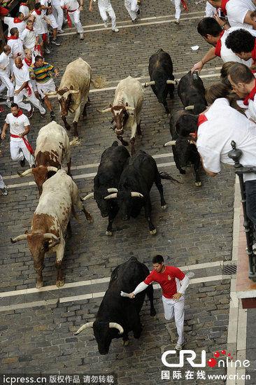 西班牙奔牛节 斗牛激情开赛