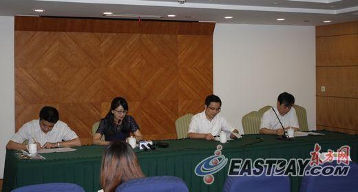 上海市发改委、水务局等部门正在介绍居民水价调整方案