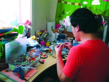 手工作坊里,钱晓峰重燃梦想。