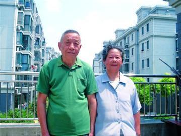 徐叔玉、胡彩辉夫妇面对镜头有点腼腆,他们觉得这就是件小事。