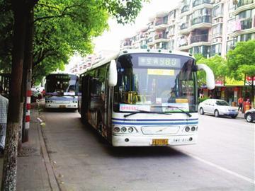 """目前上海已有980路等公交线路试点""""沪语报站"""""""