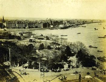 俯瞰1918年的公家花园(现黄浦公园),当时外滩的情况也可一目了然