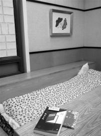图说:她睡过杭州纯真年代书吧的沙发