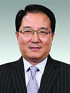 严旭,男,1963年4月出生,汉族,籍贯上海,全日制大学,经济学学士,高 级经济师,1986年7月参加工作,2000年6月加入中国共产党。现任中共浦东新区区委常委、副区长。职级拟提为正局长级。