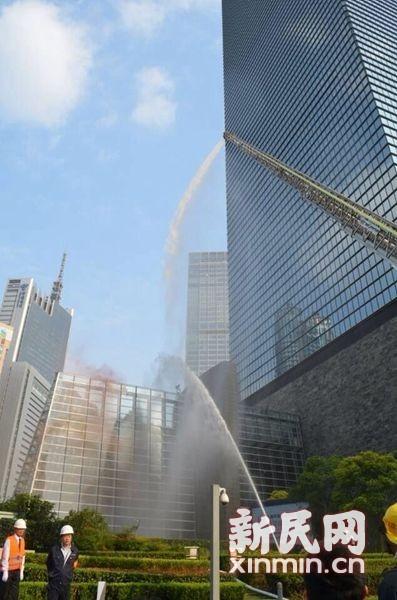 图说:10月24日,上海环球金融中心举行防灾综合训练。上海环球金融中心供图