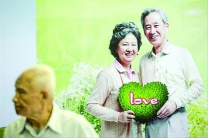 """□本次相亲会针对老年人设置了""""银发婚介""""专场"""