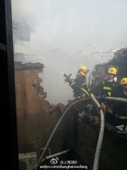 西唐家弄老式居民楼发生火灾