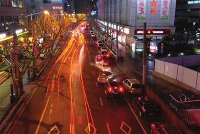 徐家汇商圈对违停实行更严格的管理■本报记者 吴雪舟 摄