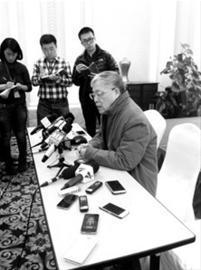 王正敏在昨天的新闻发布会作情况说明 /晨报记者 林颖颖