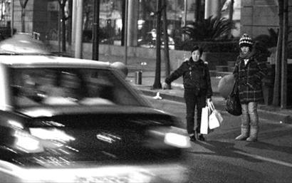 每年春节前后,打车都是一个难题。/晨报记者 殷立勤