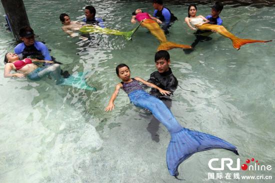 """菲律宾开设""""美人鱼""""游泳课程(2)图片"""